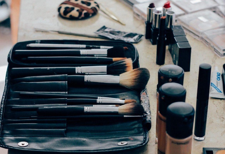 5 cosméticos que no pueden faltar en tu bolso