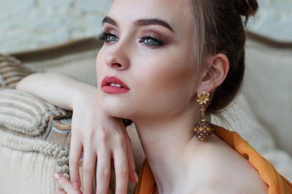 Cómo aplicar el eyeliner + top 5 imprescindibles